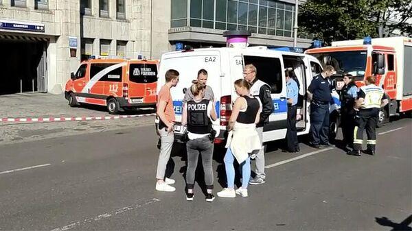 Место инцидента у торгового центра Karstadt в Берлине