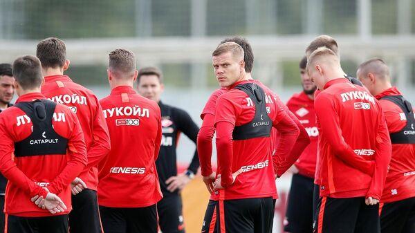 Футболист Спартака Александр Кокорин на тренировке с одноклубниками