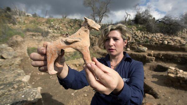 Глиняные статуэтки, найденные в результате археологических раскопок в  Тель-Моца близ Иерусалима, Израиль
