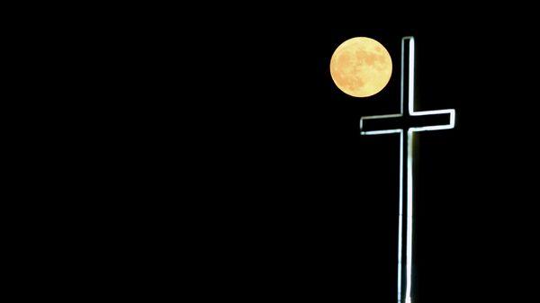 Полная луна на окраине Никосии, Кипр