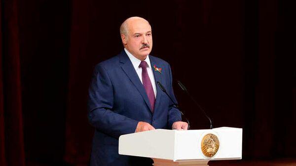 """Лукашенко заявил, что обсудил с Путиным противодействие """"кордону стран"""""""