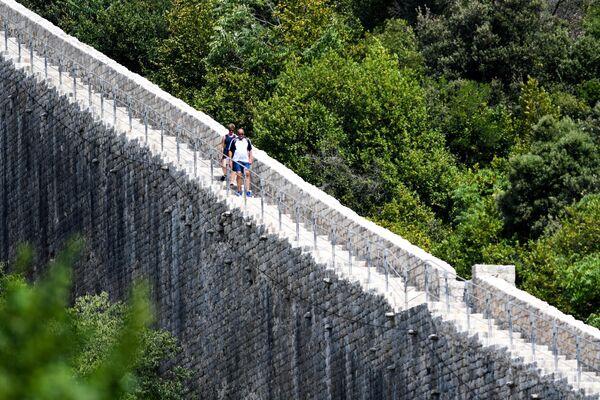 Туристы на Великой Хорватской стене