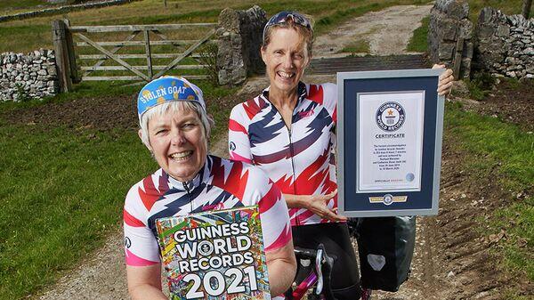 Британки Кэт Диксон и Раз Марсден, совершившие самое быстрое кругосветное путешествие на велосипеде-тандеме