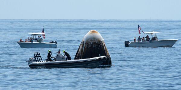 Американский пилотируемый корабль Crew Dragon приводнился в Мексиканском заливе