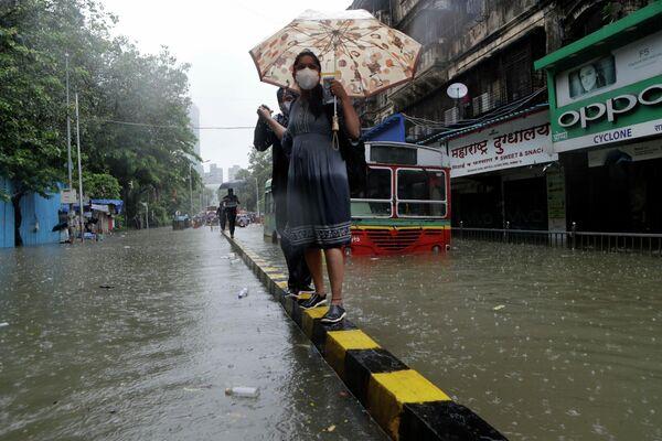 Последствия проливного дождя в Мумбаи, Индия