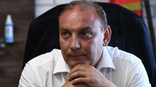 Мэр города Усолье-Сибирское Максим Торопкин во время интервью в своем рабочем кабинете