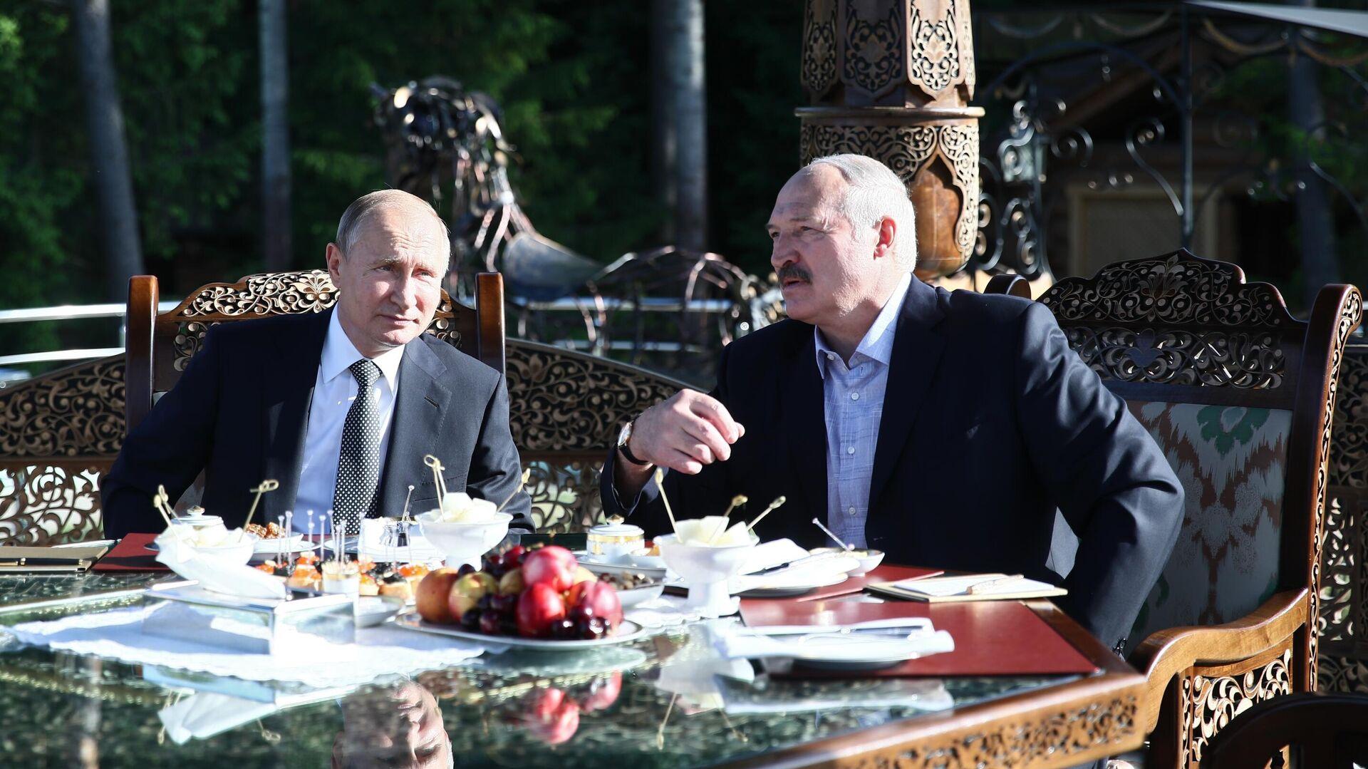 Президент РФ Владимир Путин и президент Белоруссии Александр Лукашенко во время встречи в Минске. 30 июня 2019 - РИА Новости, 1920, 08.08.2020