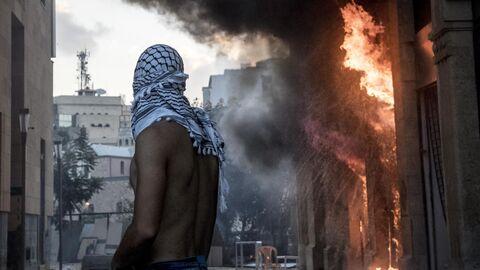 Участник столкновений между демонстрантами и силовиками в Бейруте
