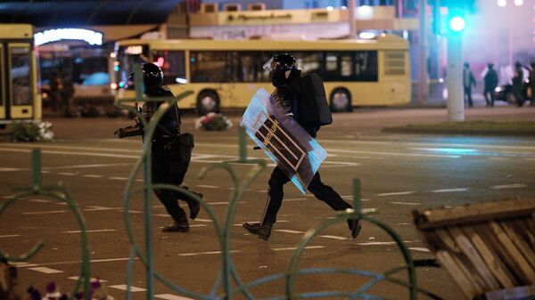 Сотрудники правоохранительных органов во время акции протеста в Минске после президентских выборов