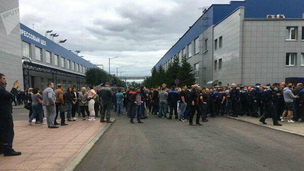 Акция протеста проходит на заводе БелАЗ в Жодино