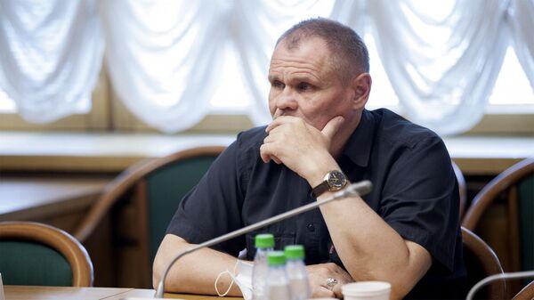 Депутатом Госдумы с самым низким доходом стал Игорь Моляков