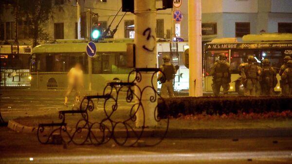 Стоп-кадр АП из видео, на котором, как утверждает автор, запечатлен момент гибели протестующего в Минске