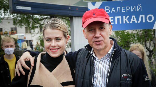 Белорусский государственный деятель, экс-претендент на пост президента Белоруссии Валерий Цепкало со своей женой Вероникой