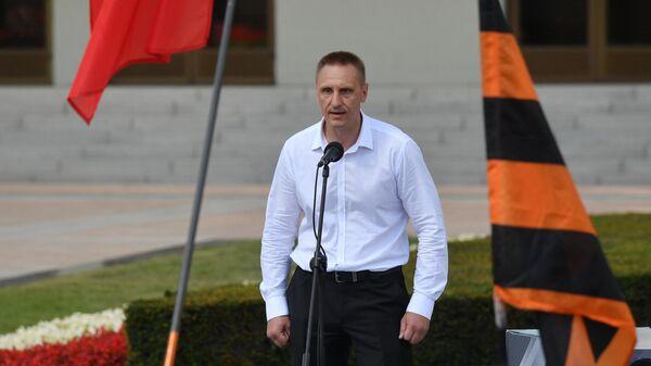 Замкомандира ОМОНа Иван Юрков выступает на митинге в поддержку Александра Лукашенко