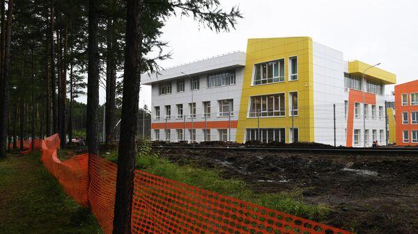 Строящаяся школа в микрорайоне Угольщиков в городе Тулун Иркутской области