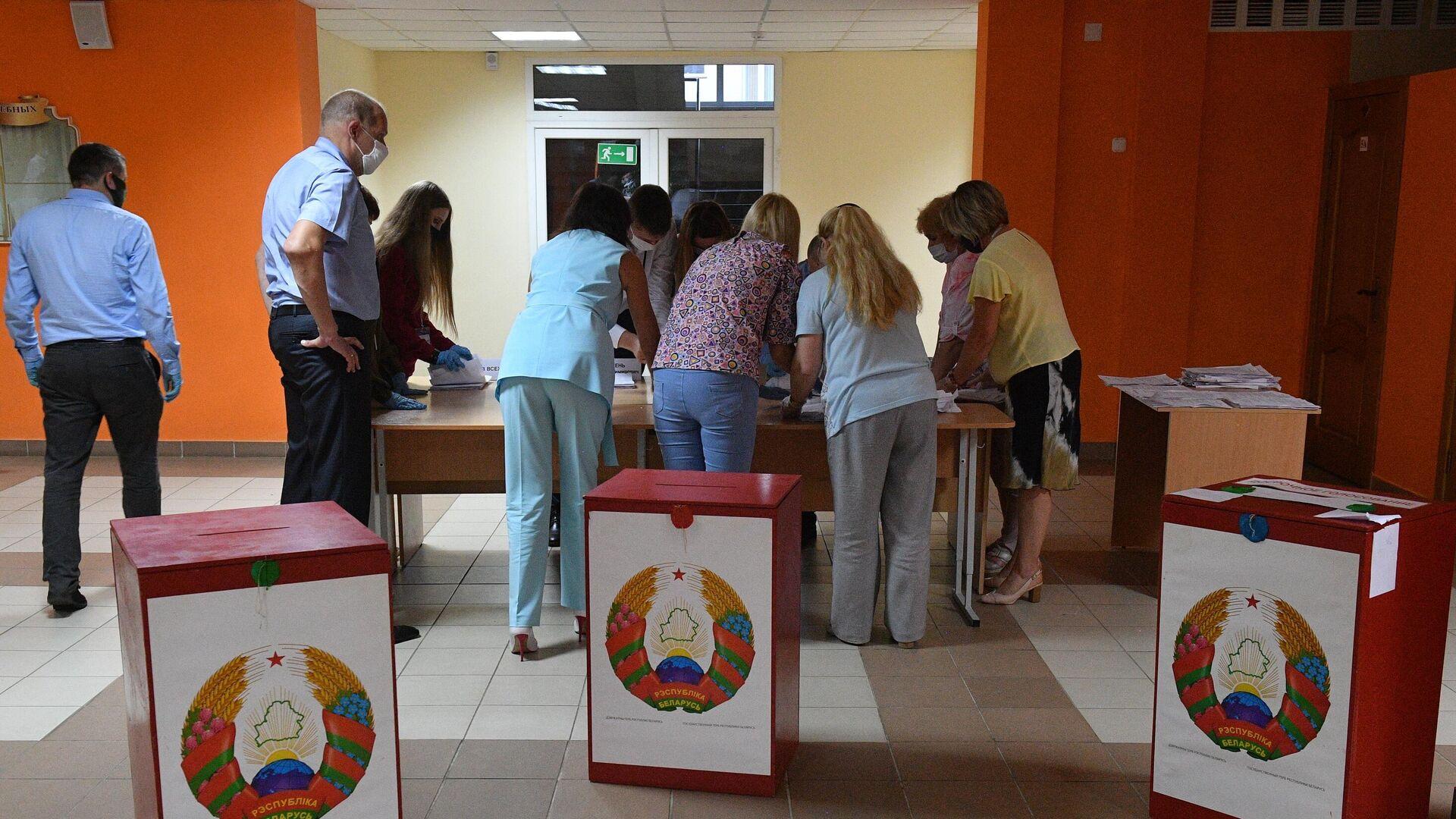 Подсчёт голосов на выборах президента Белоруссии - РИА Новости, 1920, 20.08.2020