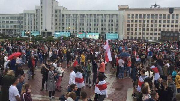 Оппозиция на площади Независимости в центре Минска