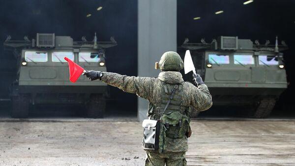 Зенитно-ракетная система (ЗРС) С-300В4 во время тактических учений