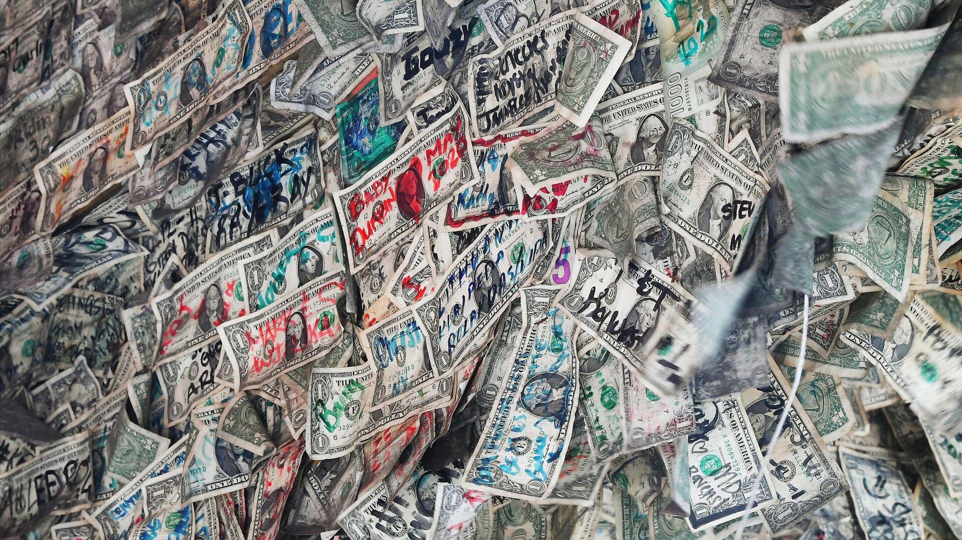 Банкноты, использованные в интерьере кафе на острове Ки-Уэст в штате Флорида - РИА Новости, 1920, 20.08.2020