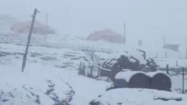 Снег, выпавший в селе Куруш, Дагестан, 23 августа 2020