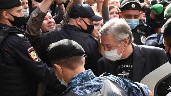 Ефремов приехал на заседание суда