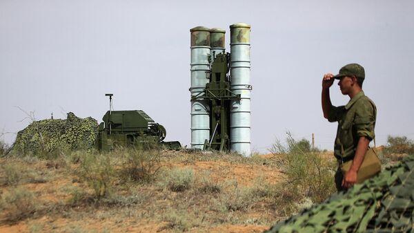 Подготовка к стрельбам зенитных ракетных систем С-400 Триумф на полигоне Ашулук