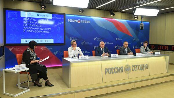 Пресс-конференции на тему: Знание - сила: зачем и как развивать дополнительное образование? в Международном мультимедийном пресс-центре МИА Россия сегодня