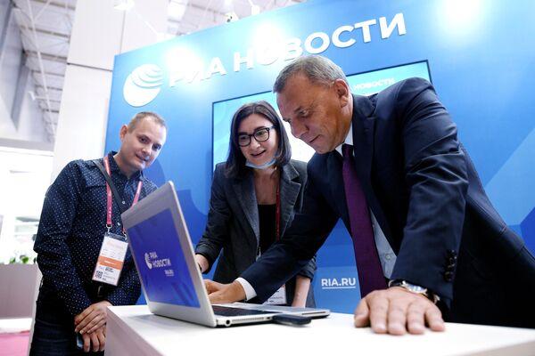 Заместитель председателя правительства РФ Юрий Борисов на стенде МИА Россия сегодня в конгрессно-выставочном центре Патриот в Московской области