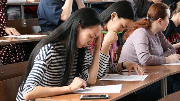 Участники ежегодной образовательной акции по проверке грамотности Тотальный диктант-2019  в Чите