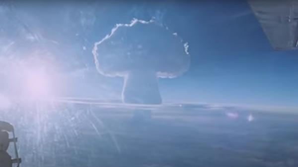 Испытание чистой водородной бомбы мощностью 50 млн тонн
