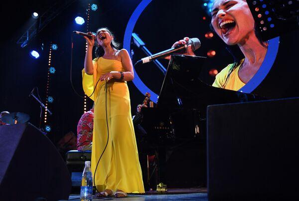 Вокалистка ансамбля Esh Анна Клесун выступает на Международном джазовом фестивале Koktebel Jazz Party - 2020 в Крыму