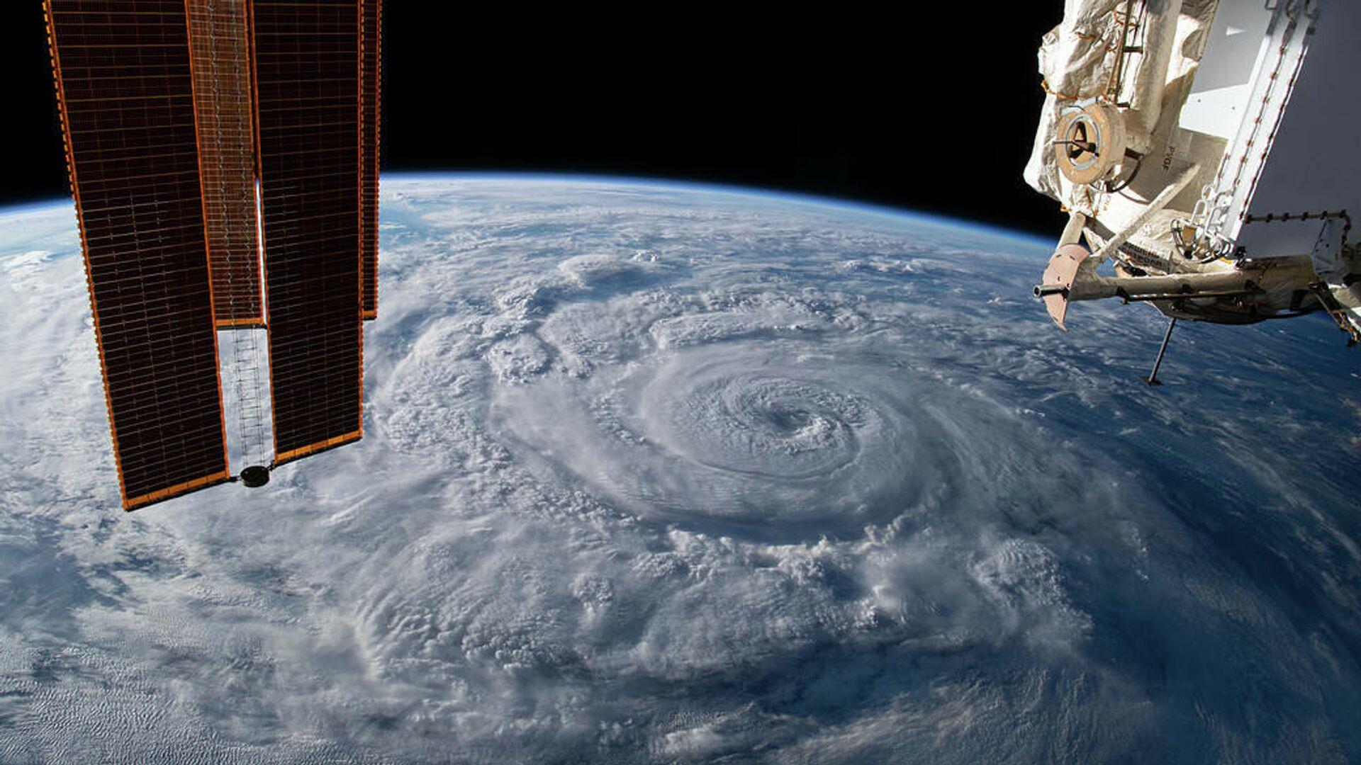 Ураган Женевьева у тихоокеанского побережья Мексики снятый с борта МКС - РИА Новости, 1920, 01.03.2021