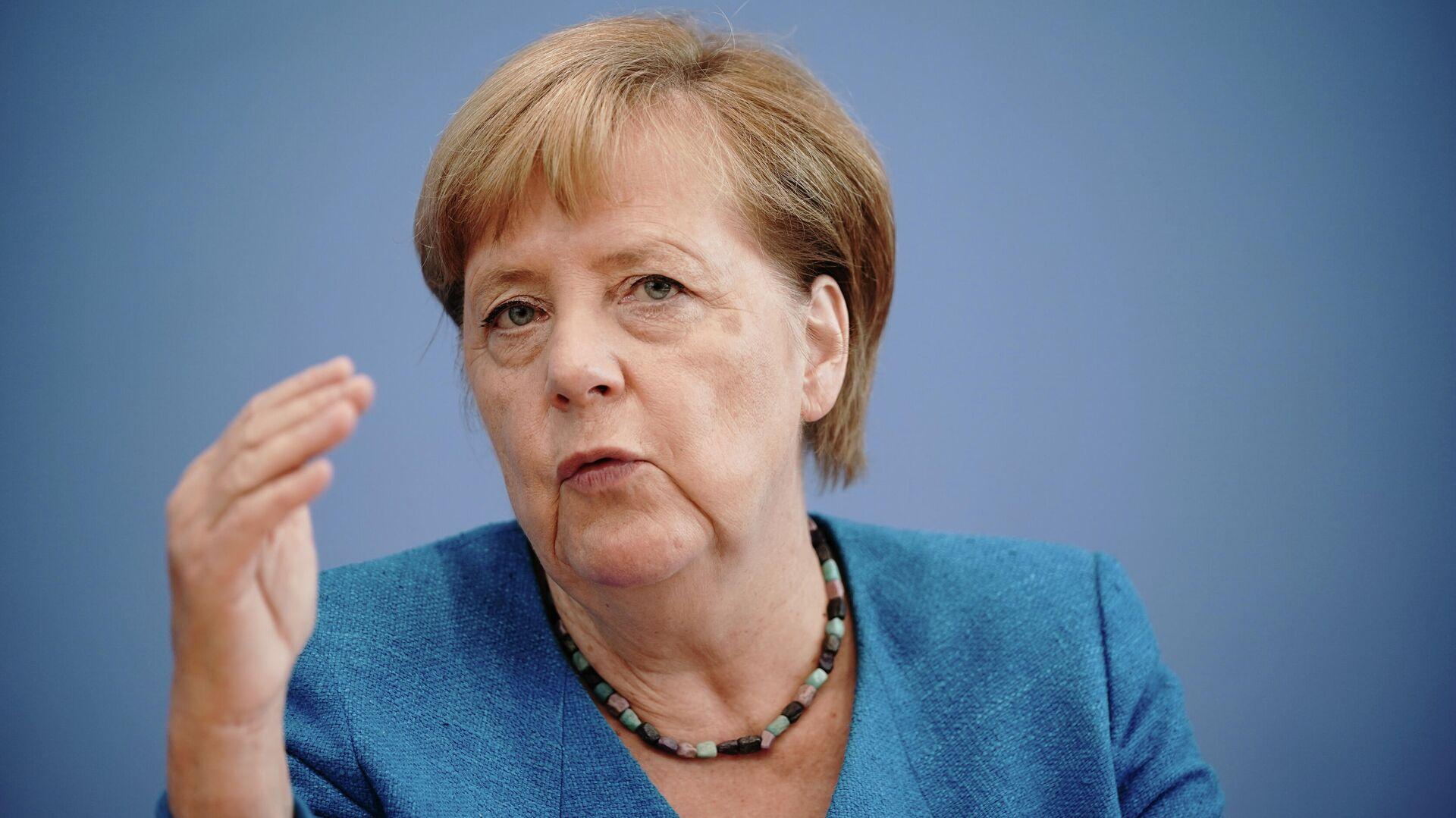 Ангела Меркель во время пресс-конференции в Берлине - РИА Новости, 1920, 25.09.2020