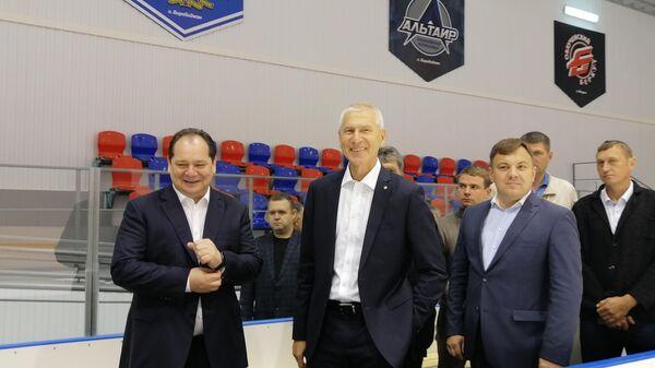 Министр спорта России Олег Матыцин на инспекции спортивных объектов в Биробиджане.