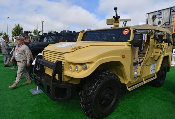 Автомобиль СБМ ВПК-233136 тигр в исполнении Багги на выставке вооружений Международного военно-технического форума (МВТФ) Армия-2020 в военно-патриотическом парке Патриот