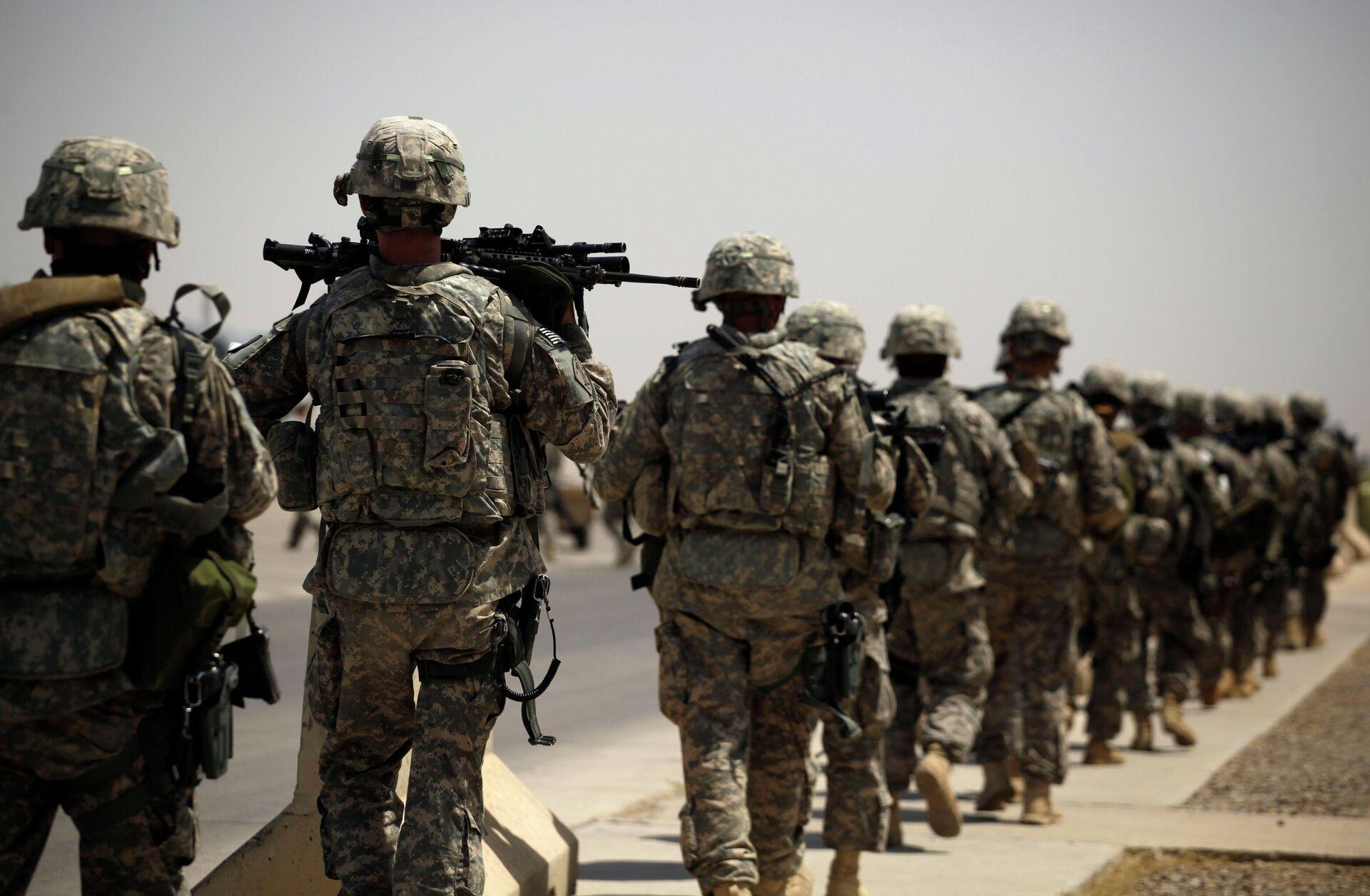Американские военные на воздушной базе в Багдаде, во время вывода войск США из Ирака - РИА Новости, 1920, 20.05.2021