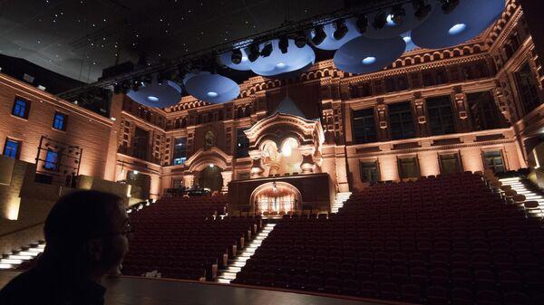 Зрительный зал московского музыкального театра Геликон-Опера в Москве