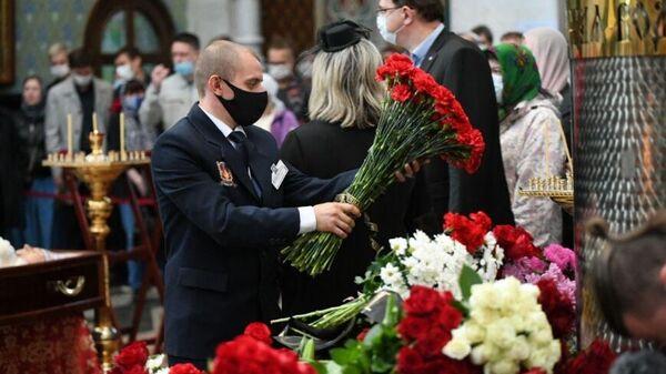 Церемония прощания с Владиславом Крапивиным в Екатеринбурге