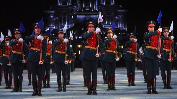 Рота почетного караула 154-го отдельного комендантского Преображенского полка на XIII Международном военно-музыкальном фестивале Спасская башня