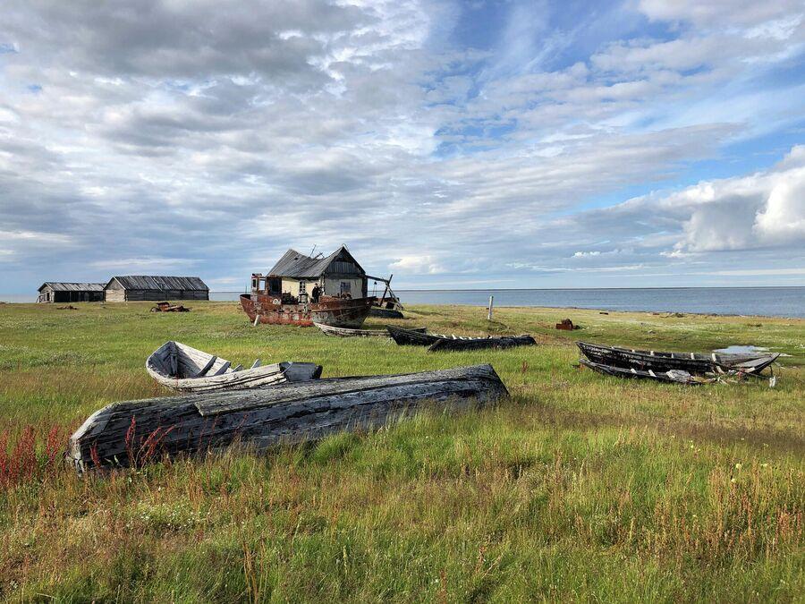 Старые рыбацкие лодки на мысе Входной