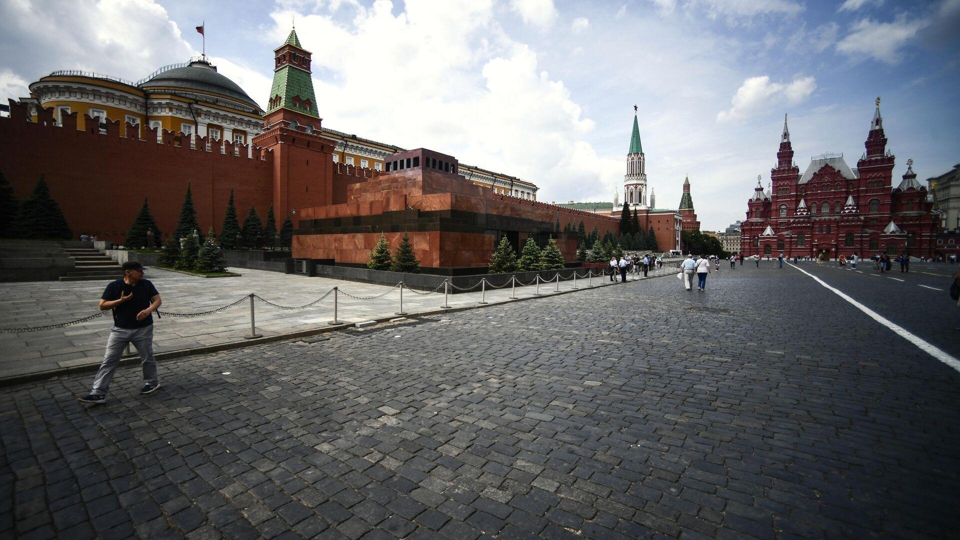 Прохожие на Красной площади в Москве - РИА Новости, 1920, 16.09.2020