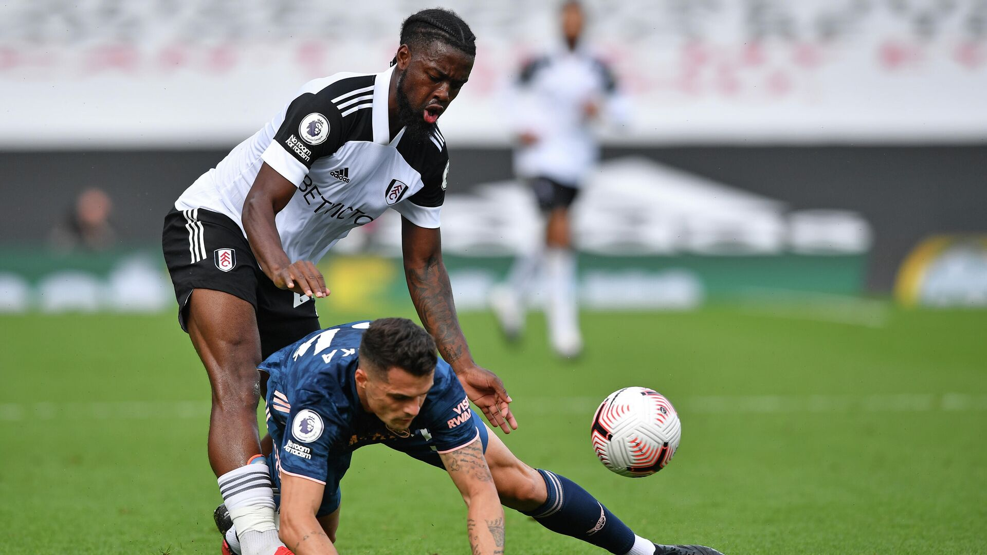 Fulham's English midfielder Josh Onomah (L) vies with Arsenal's Swiss midfielder Granit Xhaka (R) during the English Premier League football match between Fulham and Arsenal at Craven Cottage in London on September 12, 2020. (Photo by Ben STANSALL / POOL / AFP) / RESTRICTED TO EDITORIAL USE. No use with unauthorized audio, video, data, fixture lists, club/league logos or 'live' services. Online in-match use limited to 120 images. An additional 40 images may be used in extra time. No video emulation. Social media in-match use limited to 120 images. An additional 40 images may be used in extra time. No use in betting publications, games or single club/league/player publications. /  - РИА Новости, 1920, 14.09.2020