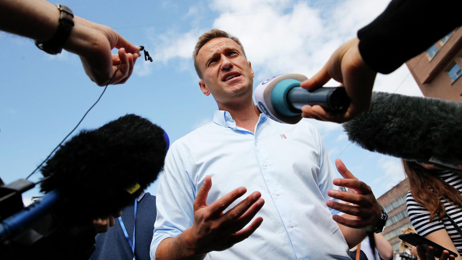 Алексей Навальный во время общения с журналистами - РИА Новости, 1920, 20.09.2020