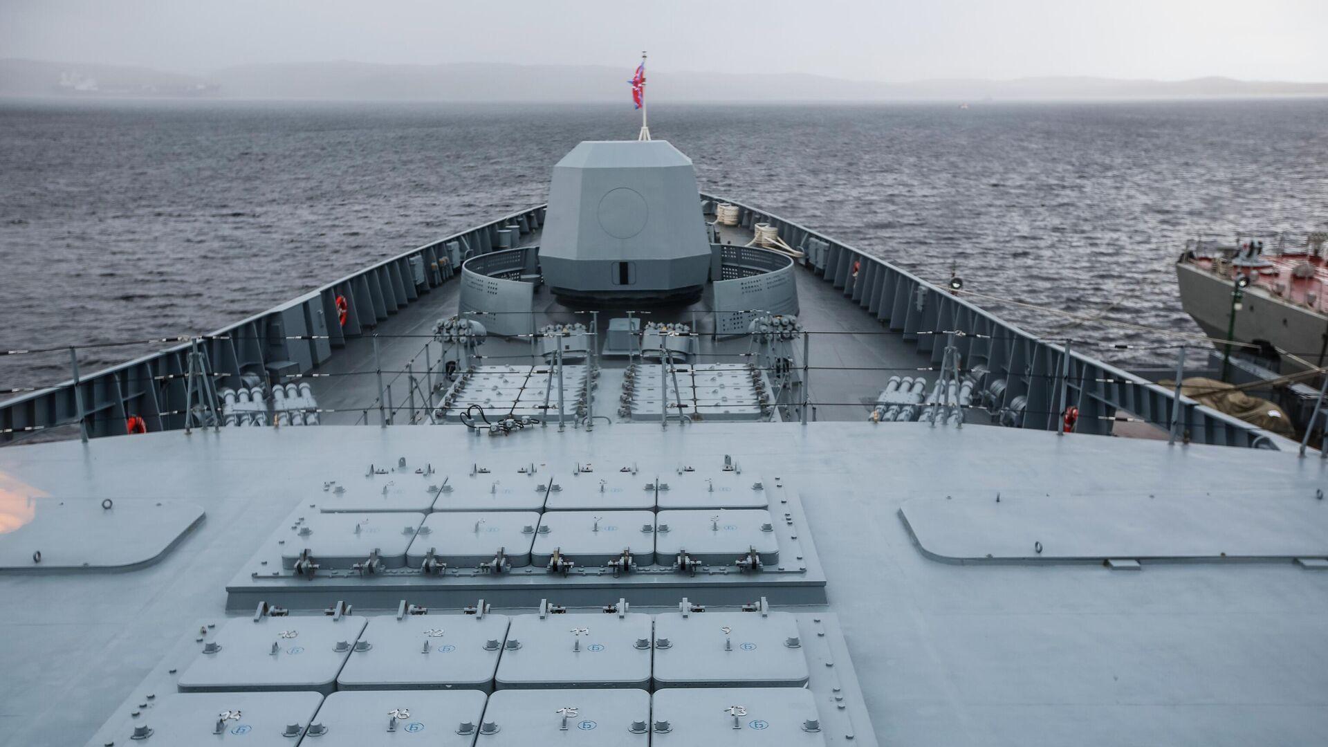 Пусковые шахты ракет Калибр на борту фрегата проекта 22350 Адмирал флота Касатонов в порту Североморска - РИА Новости, 1920, 23.09.2020