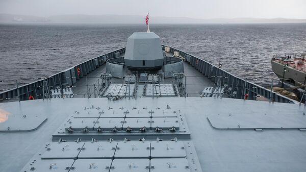 Пусковые шахты ракет Калибр на борту фрегата проекта 22350 Адмирал флота Касатонов в порту Североморска