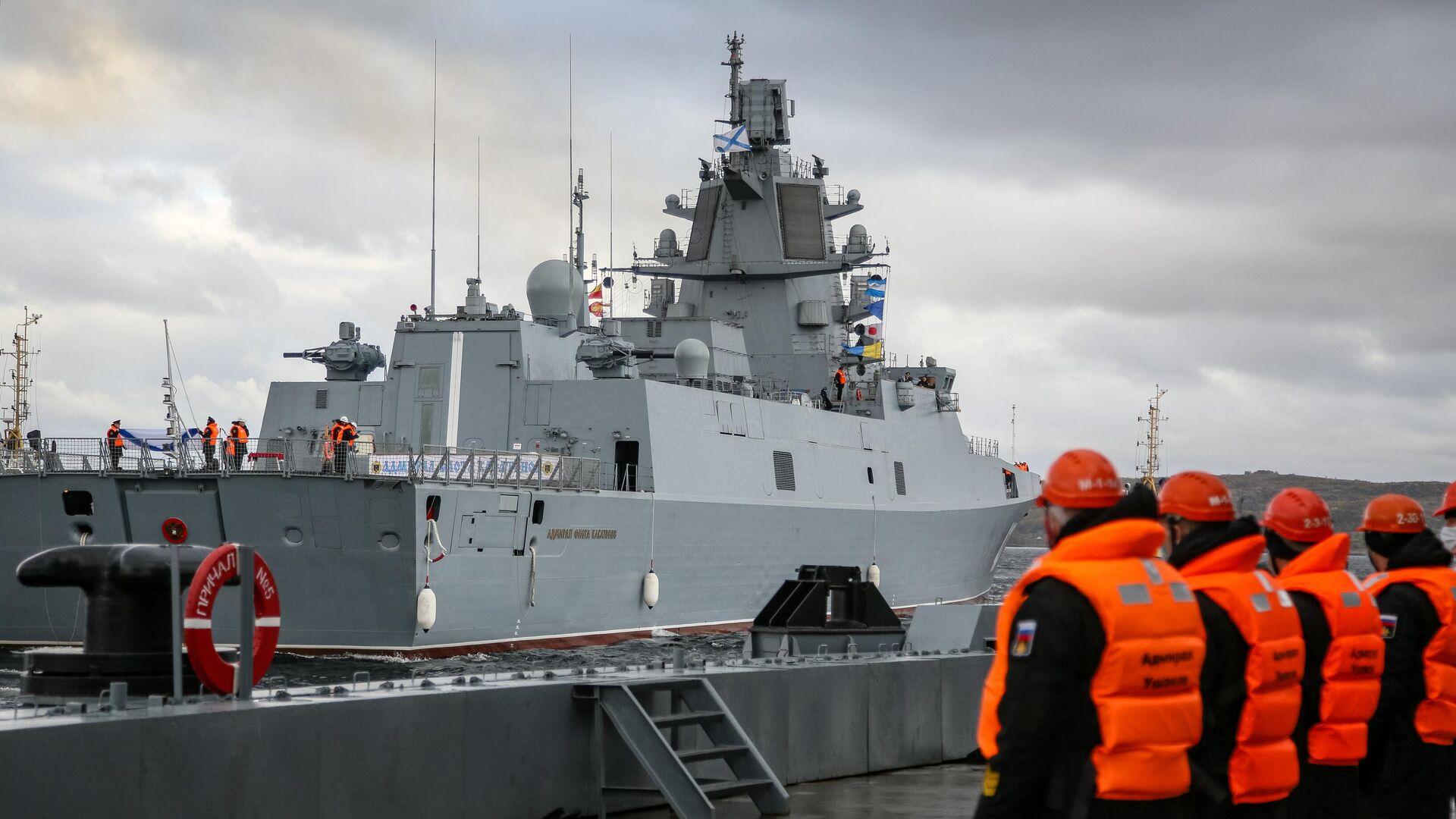 Фрегат проекта 22350 Адмирал флота Касатонов в порту Североморска - РИА Новости, 1920, 03.12.2020