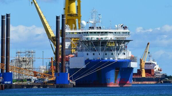 Российское краново-монтажное трубоукладочное судно (КМТУС) Академик Черский в немецком порту Мукран на острове Рюген