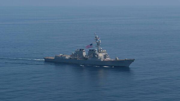 Американский эсминец USS Roosevelt во время транзита в направлении Черного моря