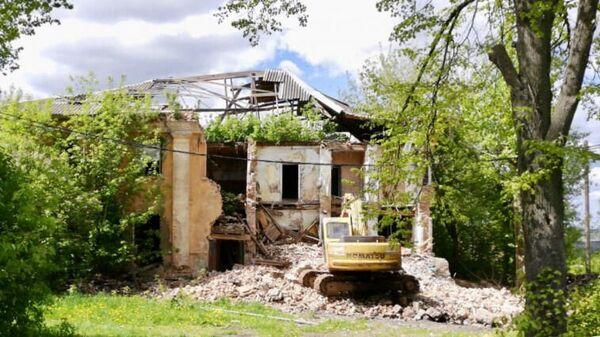 Снос аварийного дома 1951 года постройки в Кашире