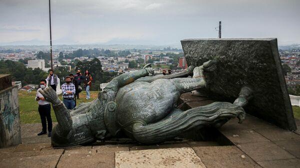 Статуя испанского конкистадора Себастьяна де Белалькасара, снесенная в ходе протестов в Колумбии